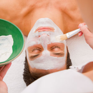 Facial beauty treatment by an aesthetician