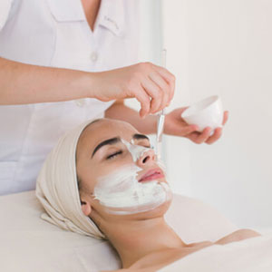 Huntington, NY dermatologist explains how chemical peels improve acne scars