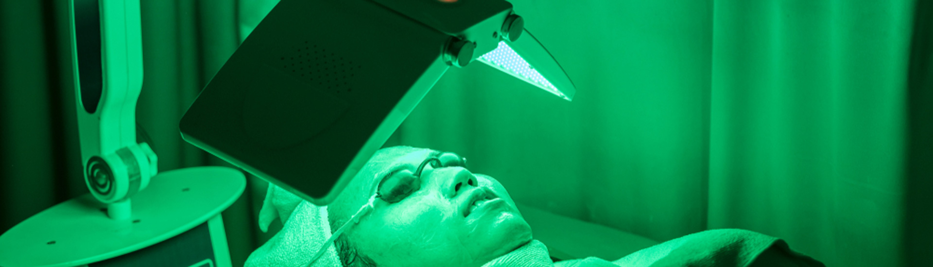 Facial face by photodynamic therapy.